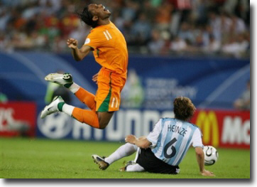 drogba-doing-perfect-archers-bow