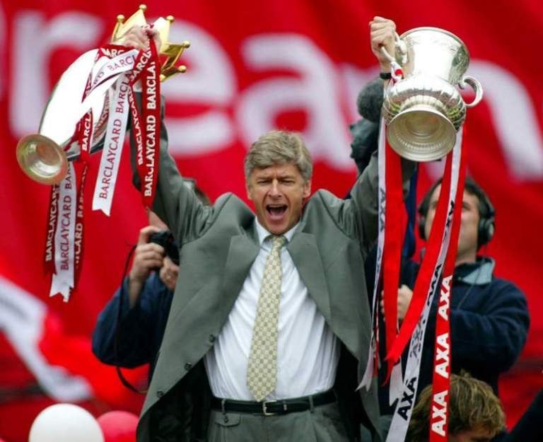 arsene holding up cups