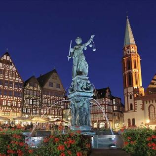 Night-view-Romerberg-Germany-Frankfurt-am-Main (1)