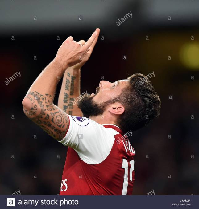 olivier-giroud-of-arsenal-cele-arsenal-v-leicester-city-emirates-stadium-JWHJ2R (1)