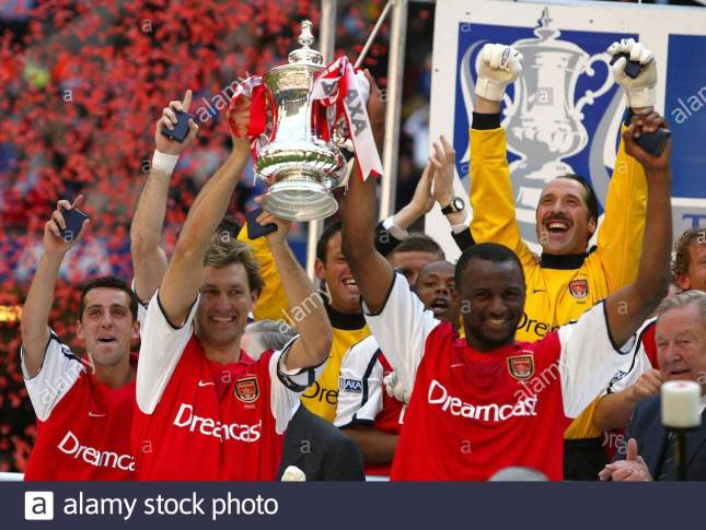 adams and vieira lift the Fa cup